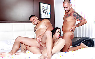 Peeping Stepbro plus His Friend Get Pounded off out of one's mind Trans Stepsis Nataly Souza